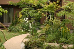 K邸の庭、洋風・自然風ガーデン